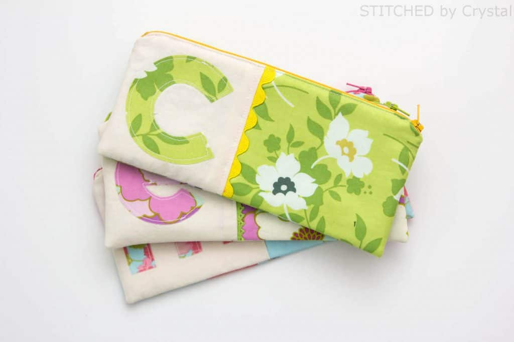 Sew-a-Monogrammed-Zipper-Pouch-creative-diy-gift